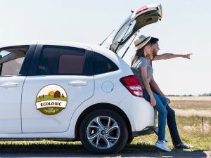 Naklejki reklamowe na samochód