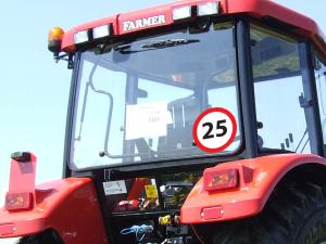 Naklejki ostrzegawcze na maszyny rolnicze